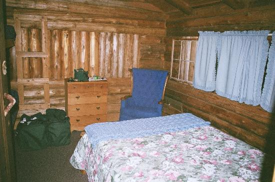 Rustic Log Cabins: bedroom