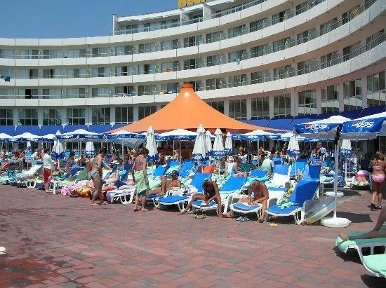 Hotel Riu Helios: Its looks nice doesn't it? Looks CAN be deceiving!