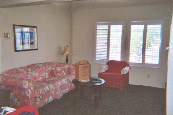 Wine Valley Inn & Cottages: Living Room