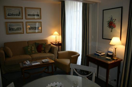 Dragon Saint Germain des Pres Apartments : Living room (in winter)