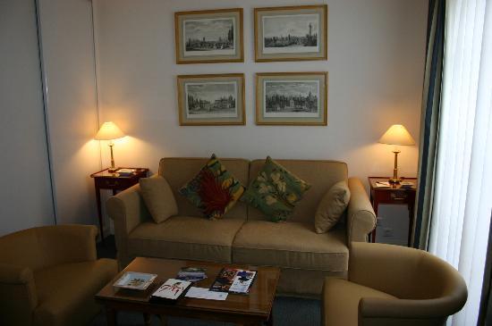 Dragon Saint Germain des Pres Apartments: Sofa