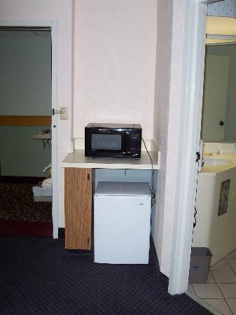 La Quinta Inn & Suites Charleston Riverview: Fridge and Microwave Combo