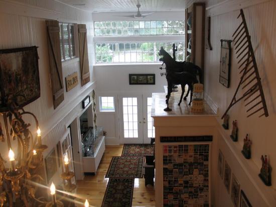 Historic Jacob Hill Inn: The Barns grand entrance