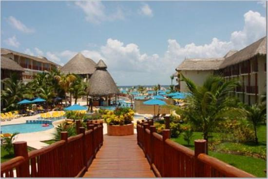 The Reef Coco Beach: Pool View from Lobby