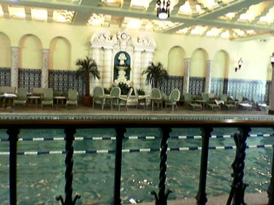 InterContinental Chicago Magnificent Mile: Nice Pool with Fitness Overlooking It