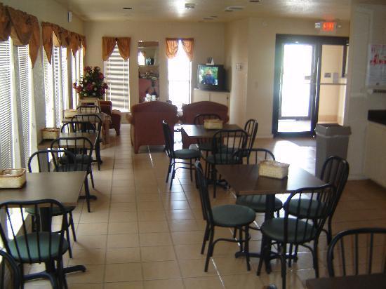 Days Inn & Suites Braunig Lake: Dining Area