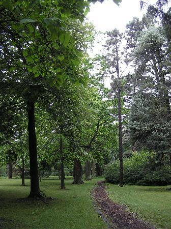 Arbor Lodge State Historical Park : Trail of trees