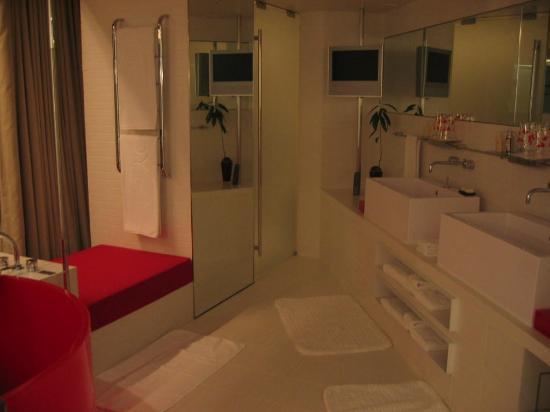 دابليو سيول والكرهيل: Insuite Washroom