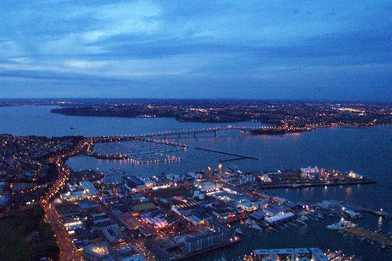 Vertigo Climb: Auckland Harbour bridge at night