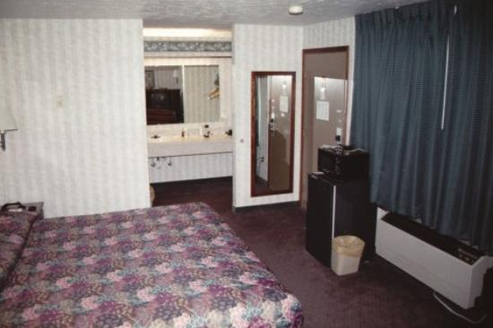 Crosswinds Inn: King Room