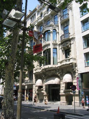 Hotel Montecarlo Barcelona: Hotel Montecarlo during the day