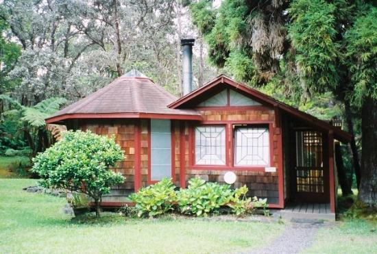 Hale Ohia Cottages: The front of Ihilani cottage