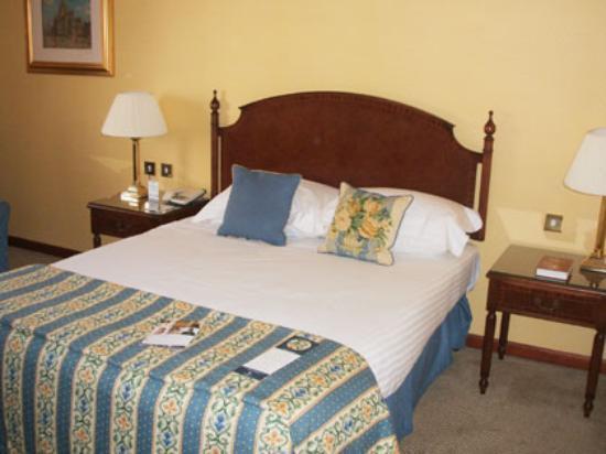 Macdonald Holyrood Hotel: Comfortable Bed