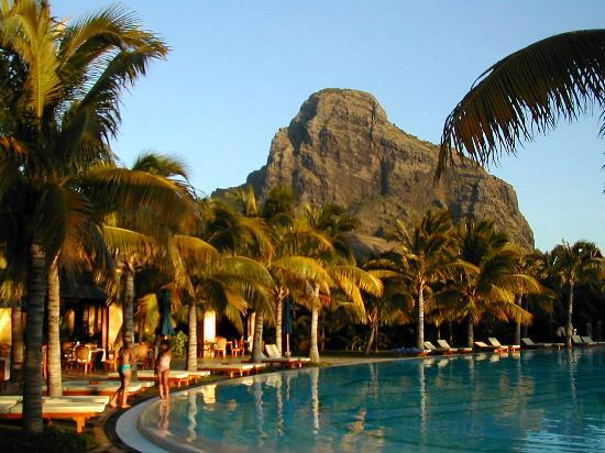 Paradis Beachcomber Golf Resort & Spa: Le Morne backdrop as sun goes down
