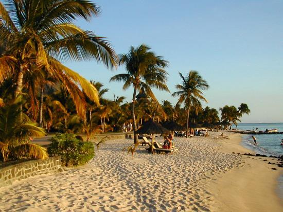 Paradis Beachcomber Golf Resort & Spa : Beach