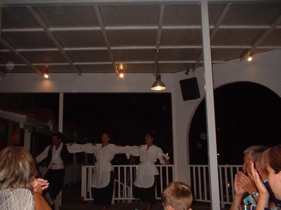 Denny's Inn Hotel: Traditional Greek Dancing on Greek Night