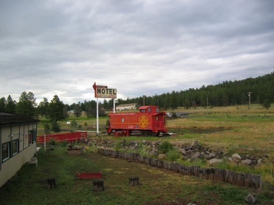 Canyon Caboose Bed & Breakfast : Another Caboose pic taken from the deck of the Pullman Car