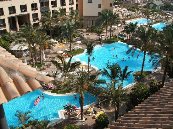 GF Gran Costa Adeje: view from roof to pool
