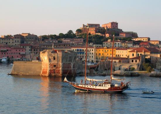 Procchio, Ιταλία: Portoferraio harbour