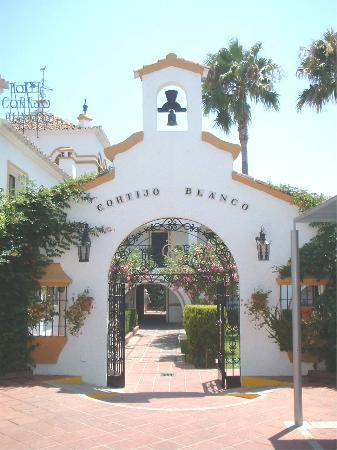 Globales Cortijo Blanco Hotel: Cortijo Blanco - Hotel Entrance