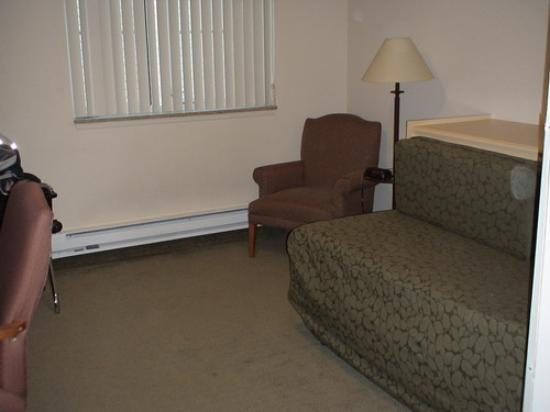 Mediterranean Inn: Chair, pull out bed