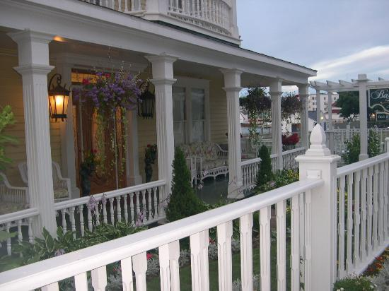 Bay View of Mackinac Bed & Breakfast: View from street of front porch