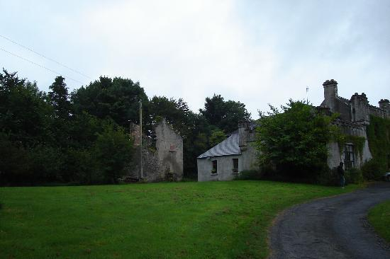 Ennis, Irland: viewing the home from the driveway