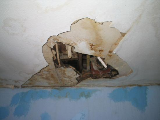 Center Hotel Amsterdam: Gaping ceiling hole!