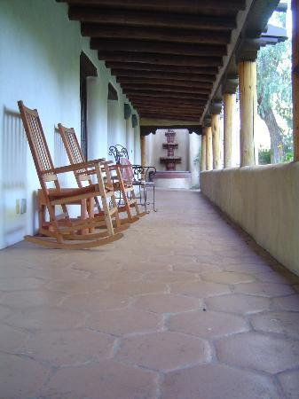 Inn on La Loma Plaza: Great place to sit and relax