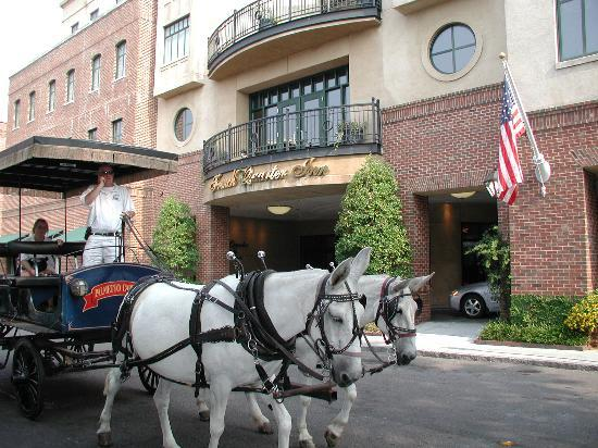 French Quarter Inn: Carriage at the Inn