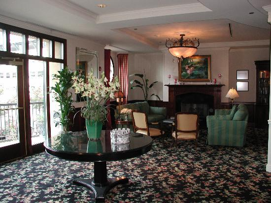 French Quarter Inn: In the Lobby