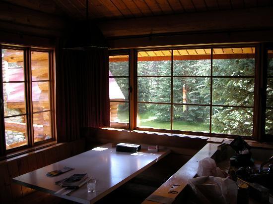 Alpine Village Cabin Resort - Jasper: Dining Area