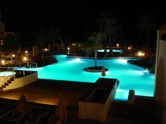 Hotel Fuerte Conil - Costa Luz: The pool area at night