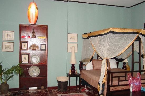 Satri House:                   Main bedroom in suite