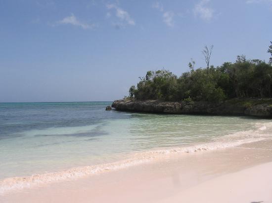 Paradisus Rio de Oro Resort & Spa: Caleticas (sand is like clay)