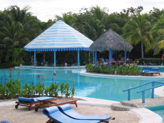 Paradisus Rio de Oro Resort & Spa: Pool (where we spent most of our time)