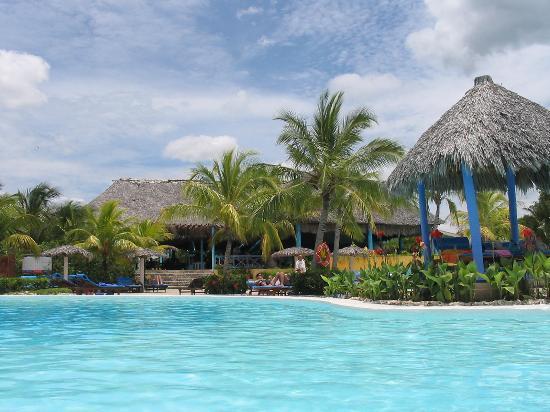 Paradisus Rio de Oro Resort & Spa: Pool restaurant (view from the pool bar)