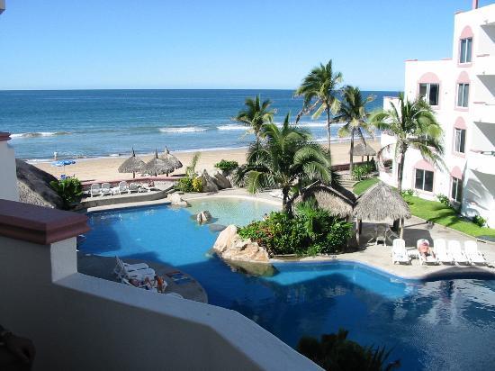 Costa Bonita Condominium & Beach Resort: Pool and Ocean View from Rooftop Patio