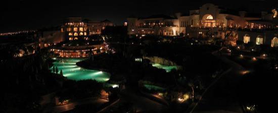 Hyatt Regency Sharm El Sheikh Resort: Pool area, at night
