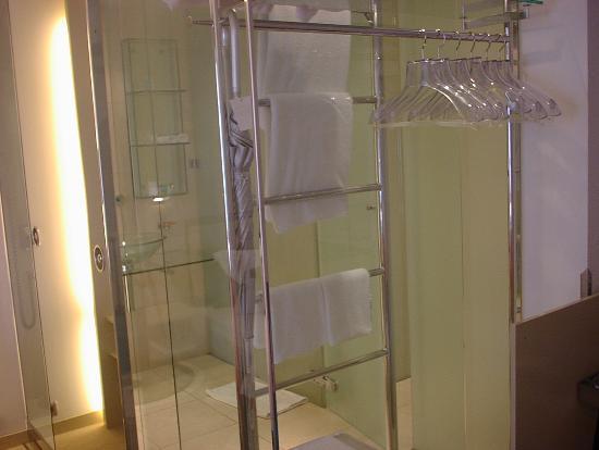 Design Hotel Josef Prague: Glass Bathroom