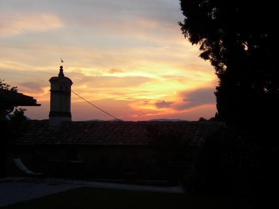 Relais Villa Belpoggio: A sunset shot from the terrace