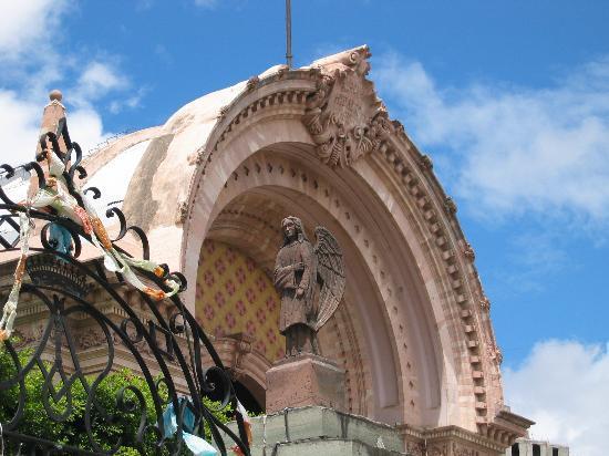 Casa Estrella de la Valenciana: Hidalgo Market Exterior
