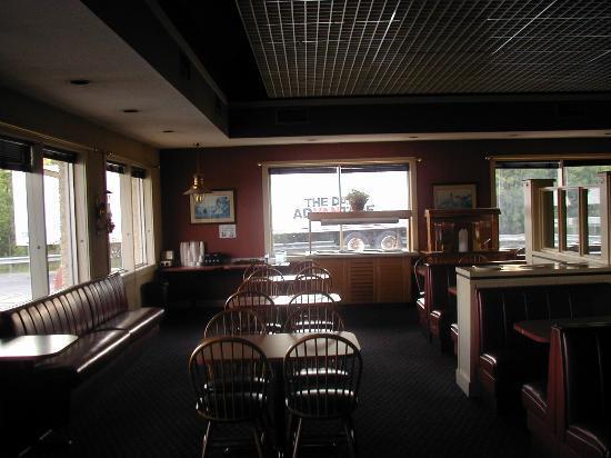 Red Carpet Inn Cartersville: Lounge for Cont. Breakfast.