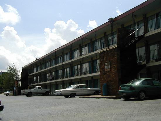 Red Carpet Inn Cartersville: Red Carpet Building