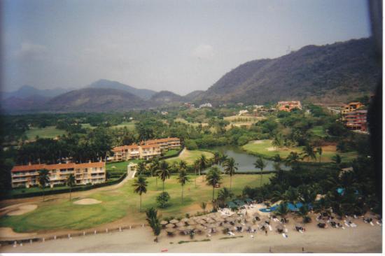 Holiday Inn Resort Ixtapa : hotels near by while parasailing!