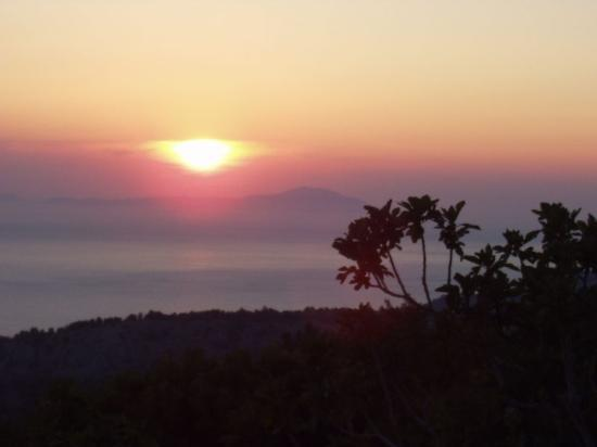 Chios, กรีซ: Sunset in Avgonima