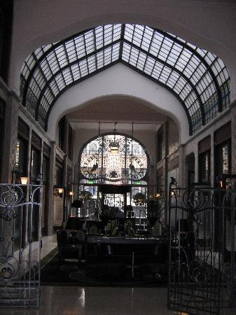 Four Seasons Hotel Gresham Palace: A poor quality shot of the lobby ironwork