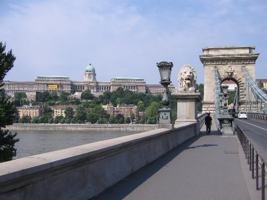 Four Seasons Hotel Gresham Palace: A view from the Four Season across the Danube of Buda
