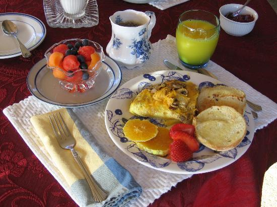 Double Mountain Bed and Breakfast: One of Gail's wonderful breakfasts