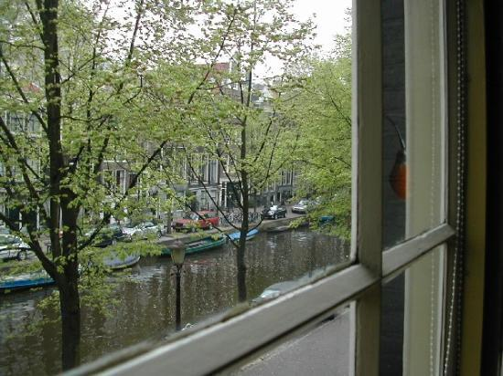 Seven Bridges Hotel : looking out at canal from window